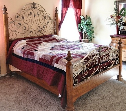 Queen Brass and wood bedrame and head board.jpg