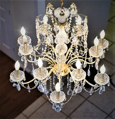 foyer chandelier.jpg